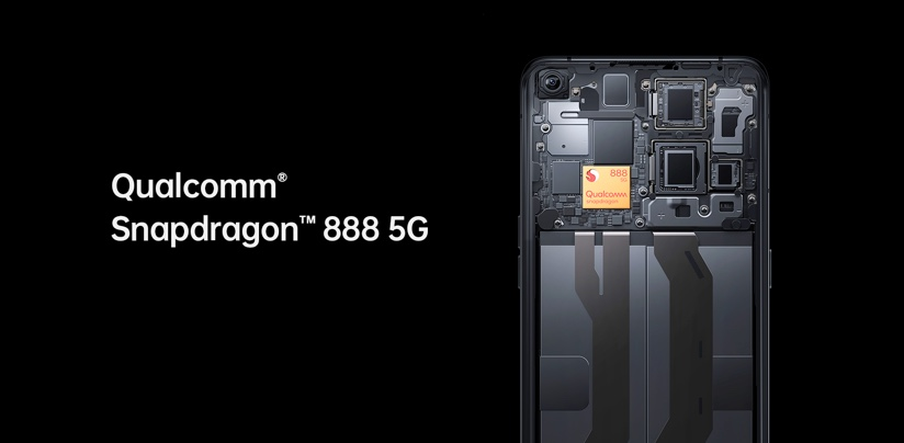 Internal mechanism of the Oppo X 3 Find showing Qualcomm Snapdragon 888 5G processor.
