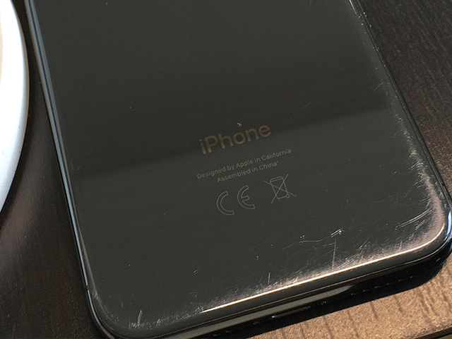 Example of phone with minor wear and tear scratches around the edges